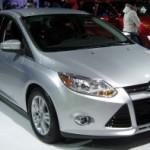 2012_Ford_Focus_SEL_sedan_front_-_2011_DC-300x197